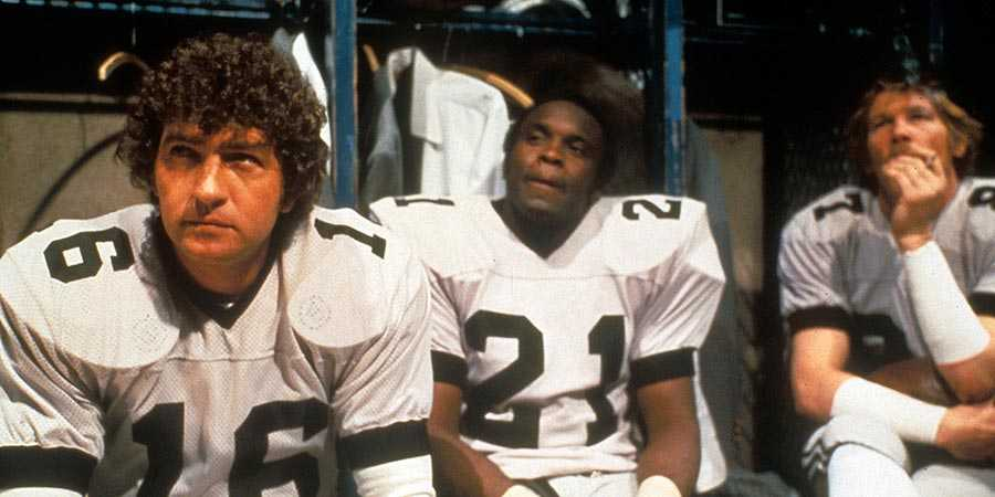 Mac Davis (left) and Nick Nolter (right) in 'North Dallas Forty'