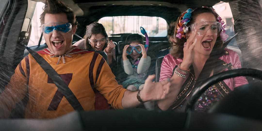 (L to R) Edgar Ramirez, Jenna Ortega, Everly Carganilla, Julian Lerner, and Jennifer Garner in 'Yes Day'
