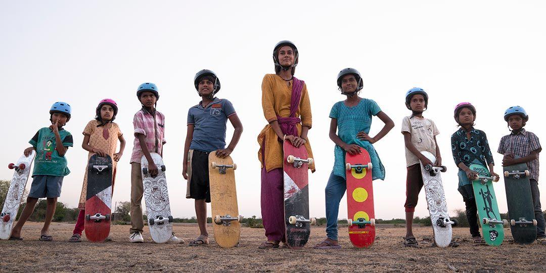 Rachel Saanchita Gupta (center) in 'Skater Girl'